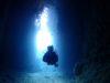 朝一空いている青の洞窟は綺麗です。